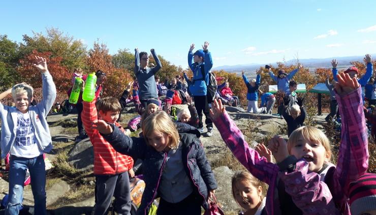 Les élèves de 2e année ont gravi le mont Saint-Grégoire!